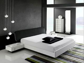 Esta forma de decoración se ha convertido en el objetivo de mucha gente, ya que la ubicación de objetos en las viviendas, basándose en las características minimalistas, se ha puesto de moda y se ha calificado como algo «fashion».