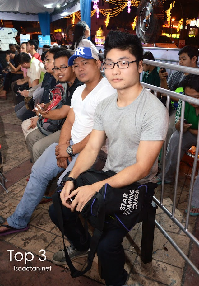 In queue, the first three customers who waited for more than 24 hours throughout the night