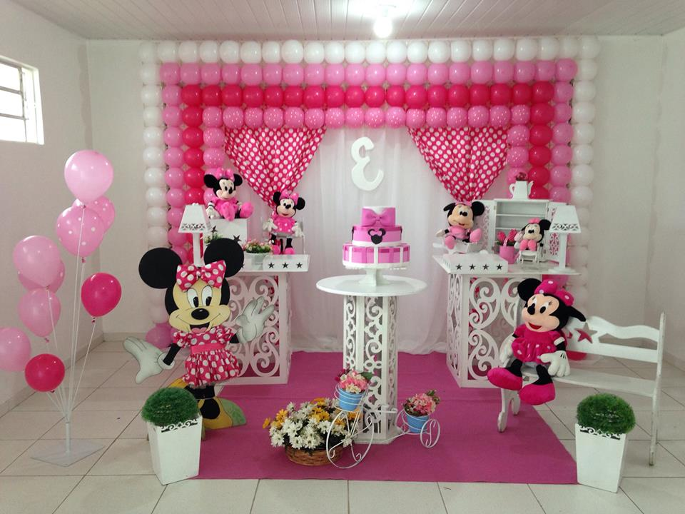 Minnie rosa com mesas Provençais