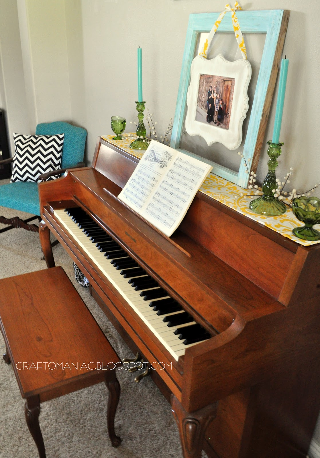 Home decor with a simple diy piano top runner craft o maniac for Best piano house