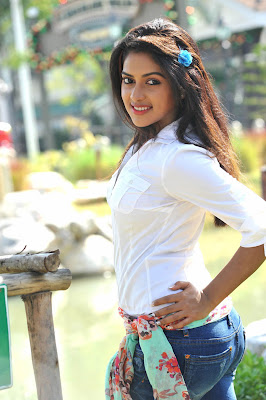 Amala Paul hot in iddarammayilatho 005 Actress Amala Paul Latest Beautiful Photos
