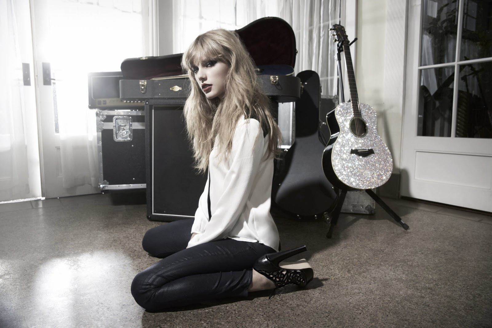 http://2.bp.blogspot.com/-Nh2MpFWdeH8/UMRTzDZlxRI/AAAAAAAAn4M/Hkmqg0VnUwQ/s1600/Taylor+Swift+-+Nigel+Barker+Photoshoot+2012+2.jpg