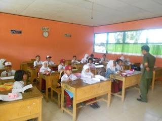 Suasana Proses Belajar Mengajar di kelas 1
