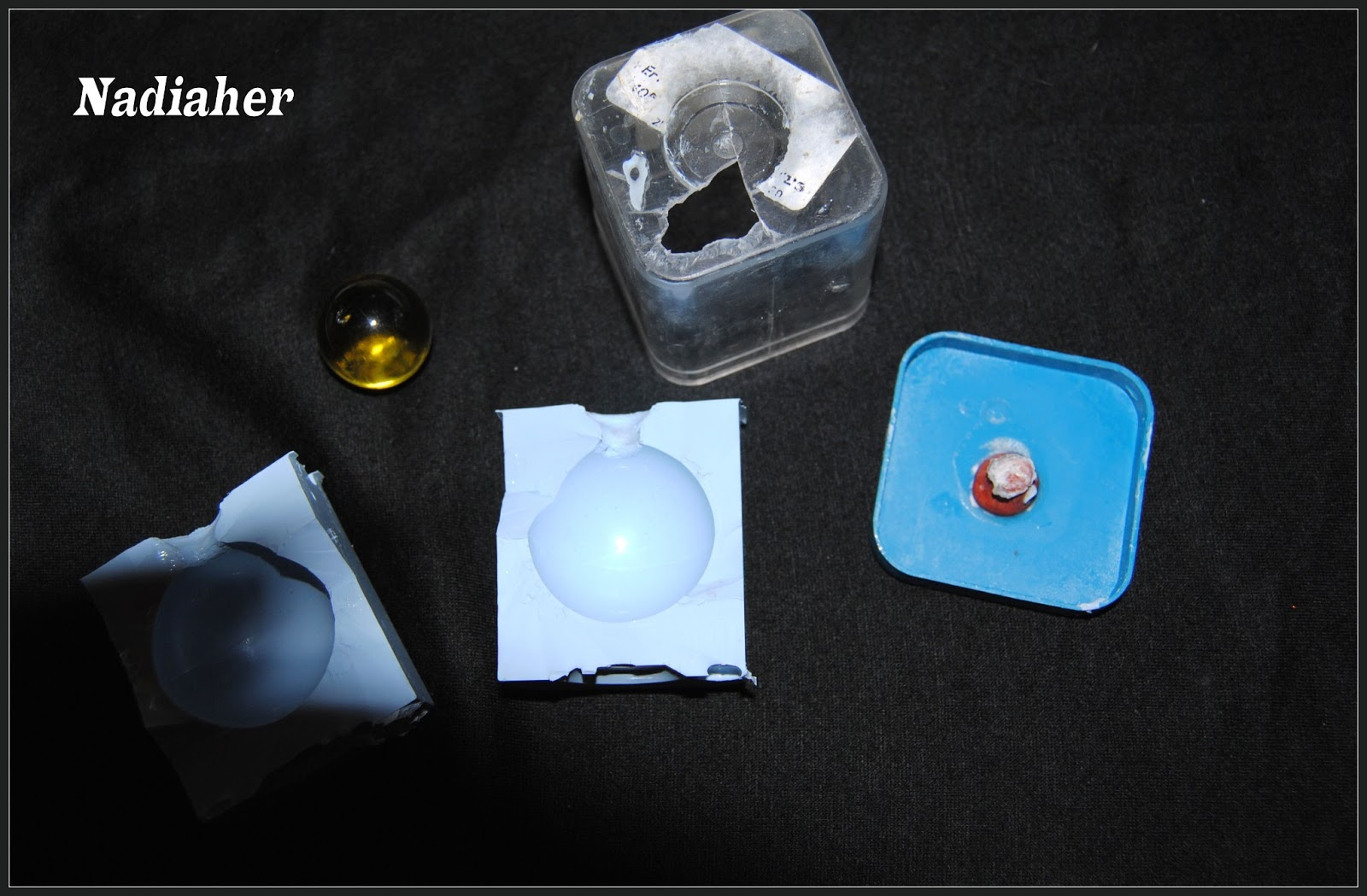 Tuto pour faire un moule pour boules en resine hobby 39 s de nadou - Comment percer un evier en resine ...