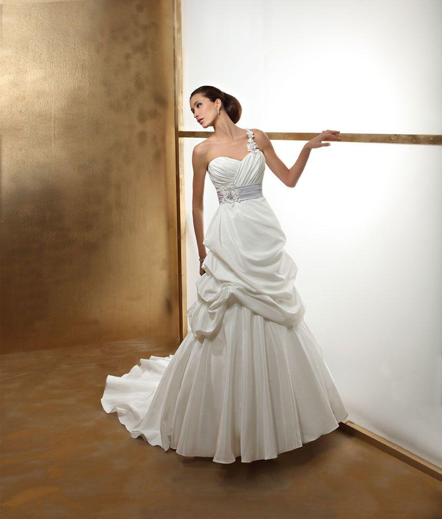 robes de mariage robes de soir e et d coration robe de mari e orea sposa. Black Bedroom Furniture Sets. Home Design Ideas