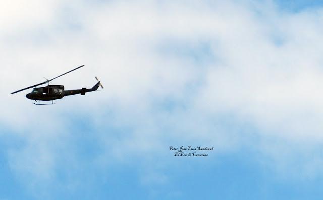 Helicópteros militares del Ejercito del Aire sobrevolando este mediodía sobre Las Palmas de Gran Canaria