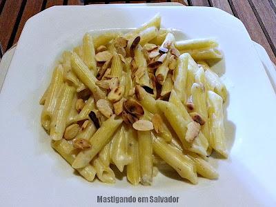 Varada Gastronomia: Penne com Molho de Gorgonzola e Amêndoas Laminadas e Torradas