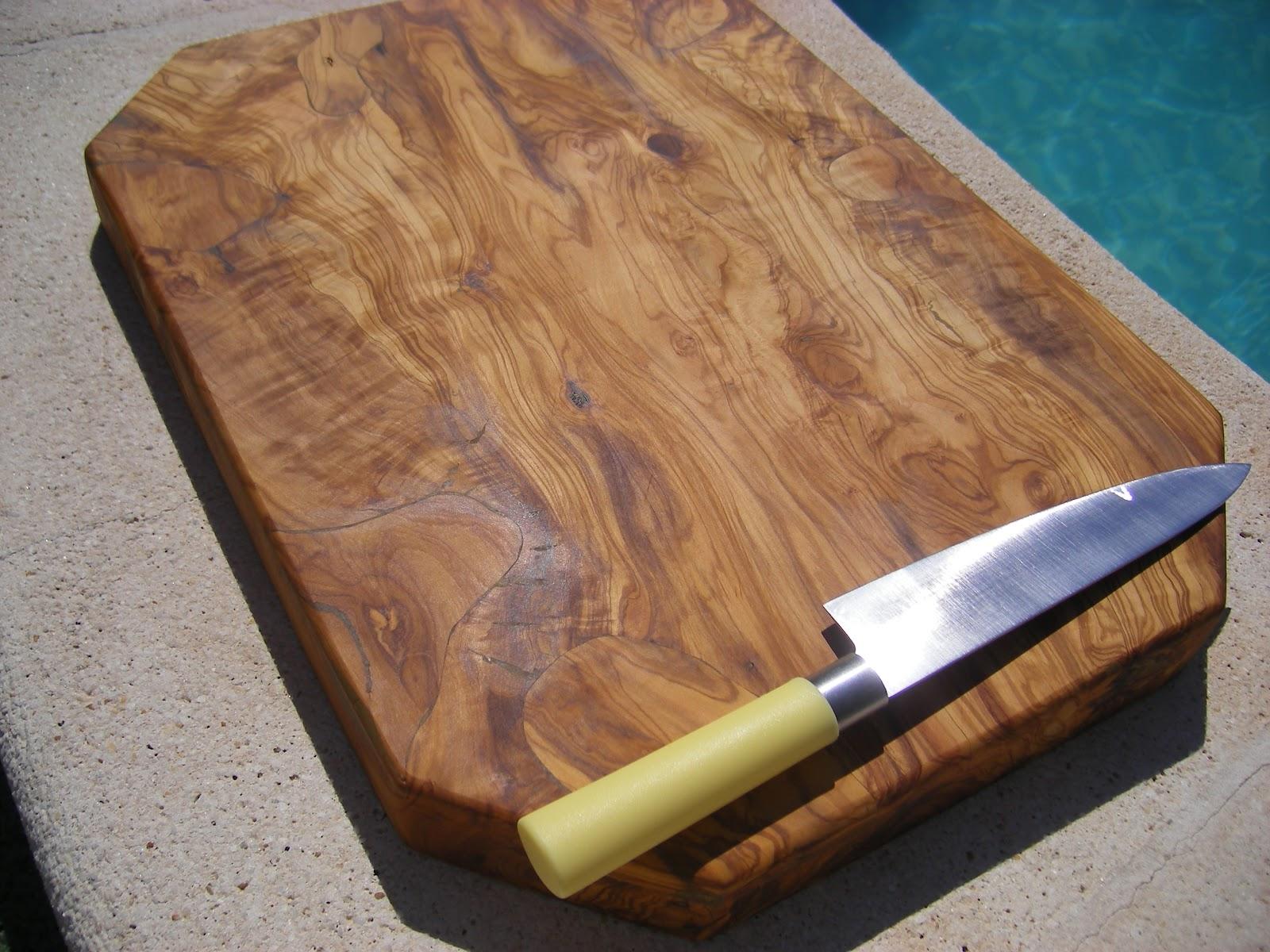 El placer del paladar tabla de cocina de coraz n de olivo for Tablas de olivo para cocina