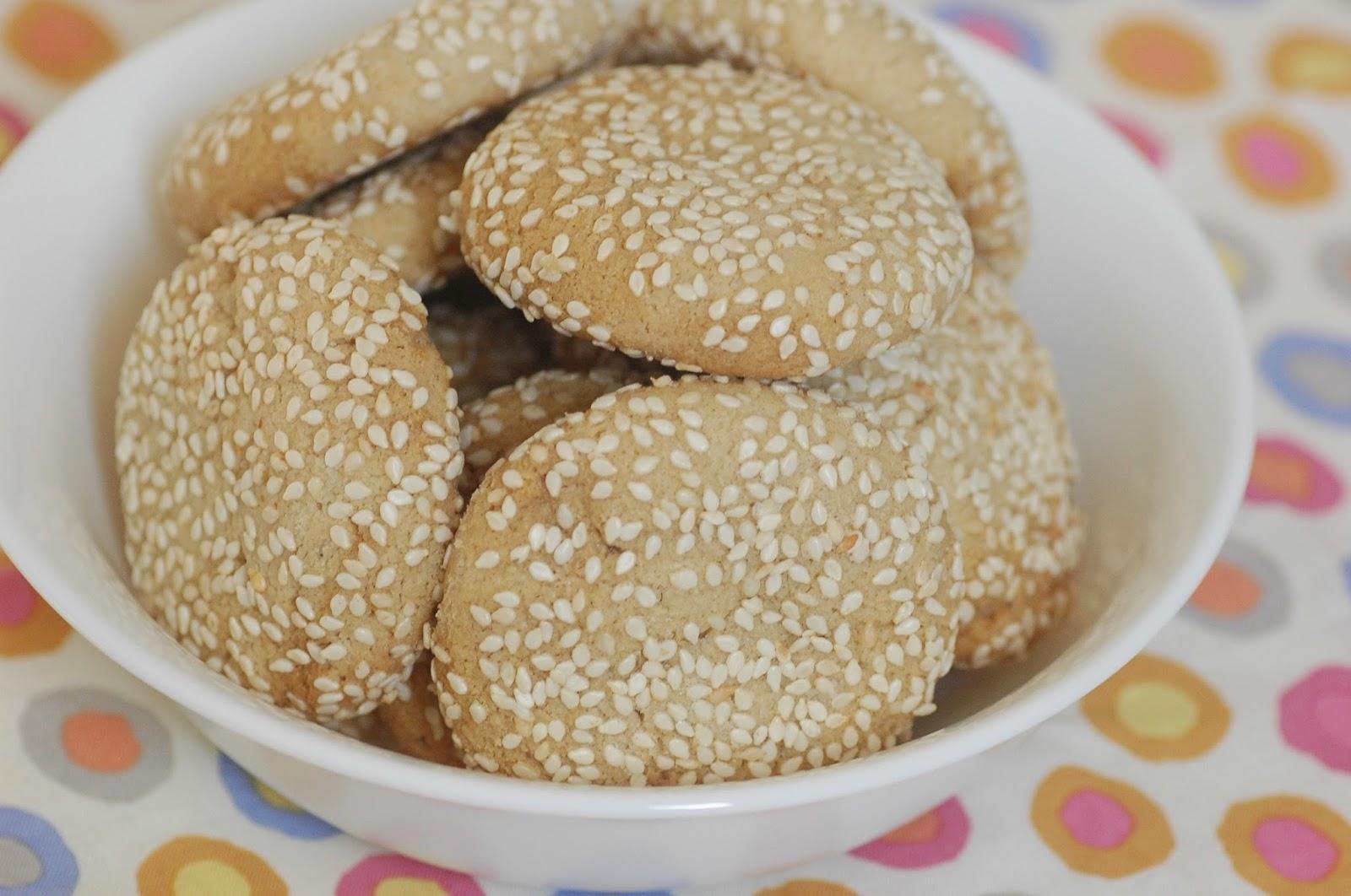 עוגיות טחינה וחלבה
