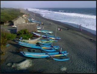 wisata pantai kuwaru