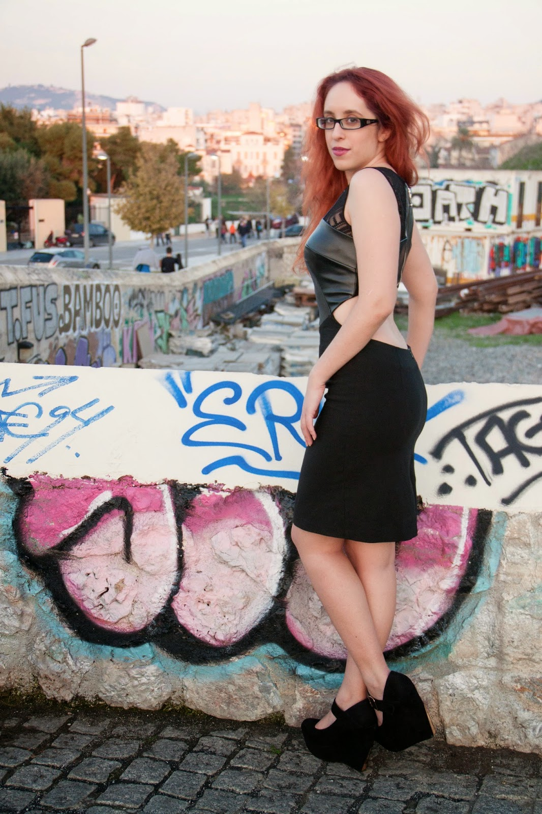 Anna, Keni, etailpr, hybrid, dress, backless, leather, lace, black, redhead, spotlights on the redhead, model, blogger, sexy, review, shopping, glasses