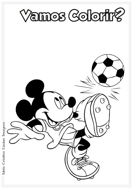 Desenho do Mickey jogando futebol para colorir