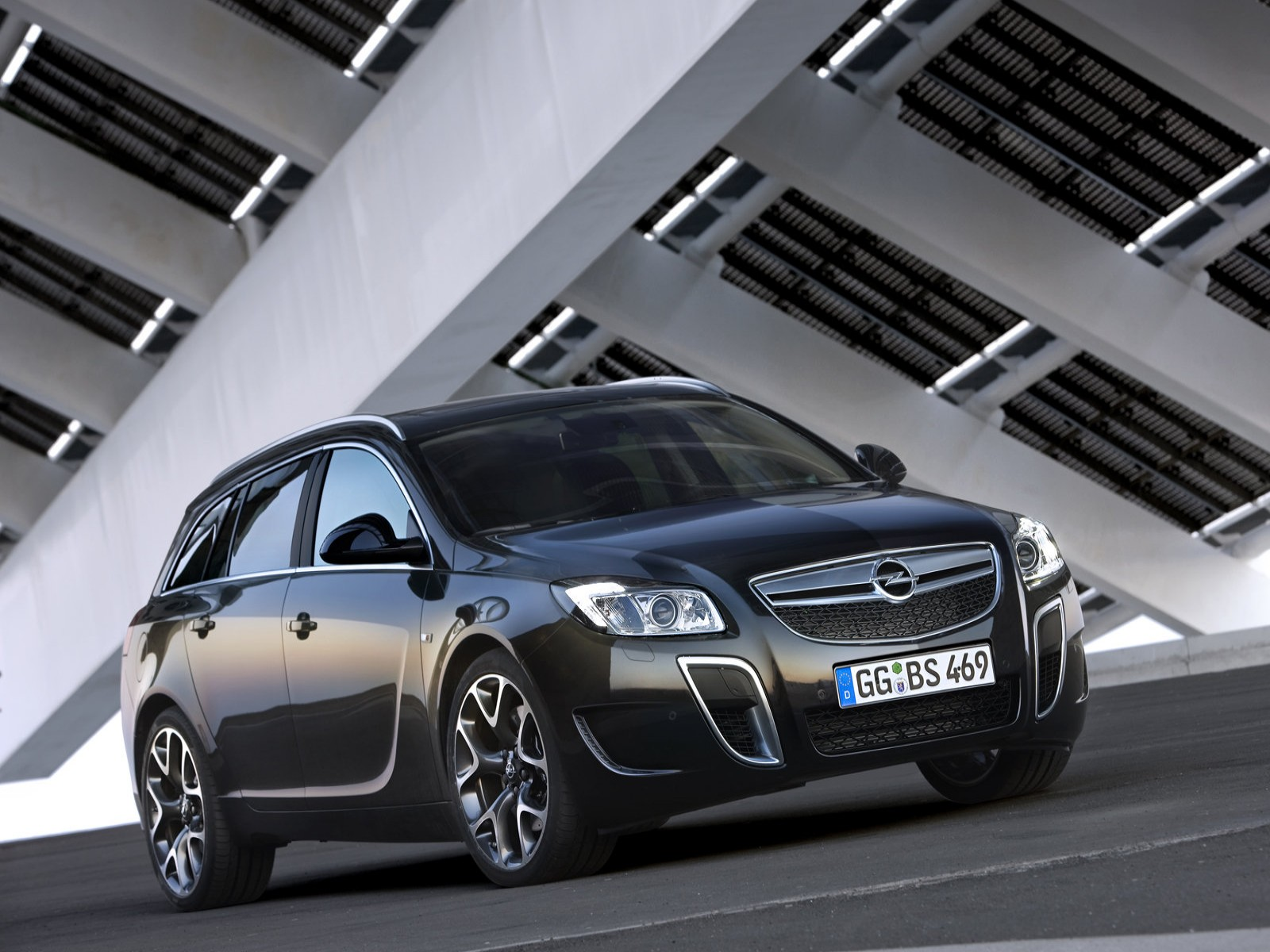Car Pictures: Opel Insignia OPC Sports Tourer 2010
