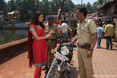 Kajal_Aggarwal_and_Ajay_Devgn_in_singham_FilmyFun.blogspot.com