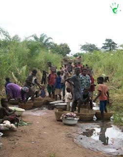 Gli abitanti del villaggio di Atchanvé, Togo, Africa