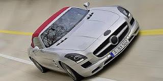 Mercedes SLS Roadster Beratap Lipat