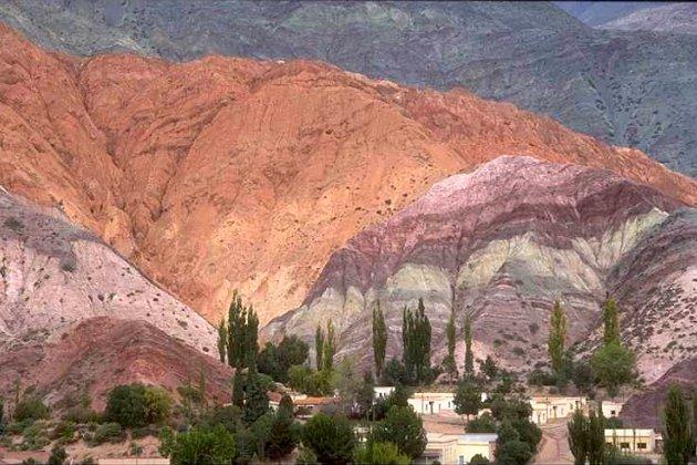 El imponente Cerro de los Siete Colores en Purmamarca, Jujuy (Argentina)