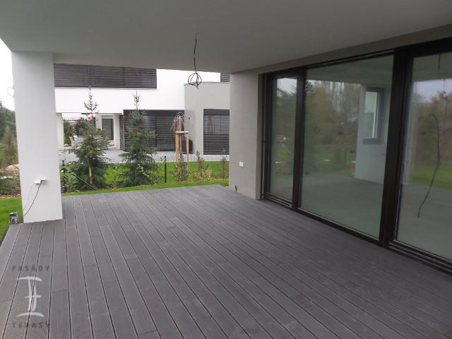 wpc terasa z šedých wpc prken Likewood 25