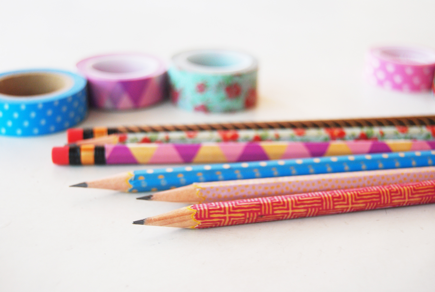 The pink doormat decorate your pencils with washi tape for Crafts with washi tape