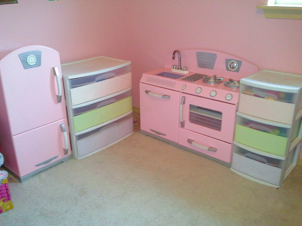 Cute pink kitchen. I always wanted one of these when I was a kid! & Clever Crafty Cookinu0027 Mama: Decorate Clear Plastic Storage Drawers