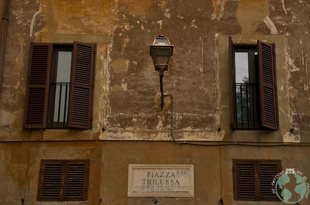 Trastevere Plaza Trilussa Roma