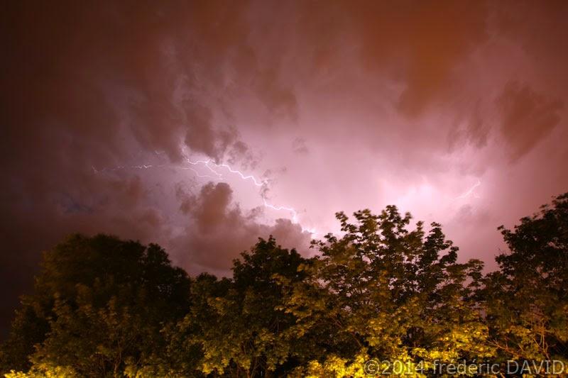ciel nuages éclairs orage nuit