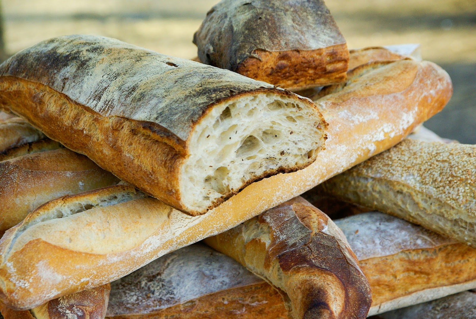 Μυστικό για να μην ξεραίνεται η άκρη του κομμένου ψωμιού.