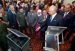 WITH PM AT MINDEF SPECIAL R&D PROJECT