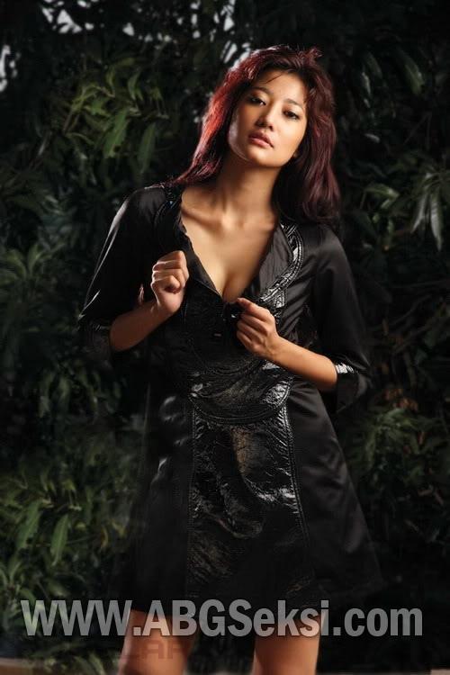Baru saja anda baca mengenai inilah Foto Mesum Artis Sexy Adelia ...
