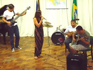 Thiago Rosa (guitarra),Camila Jatobá (voz),Whashington Oliveira (cavaquinho) e Marcos Paulo Miranda
