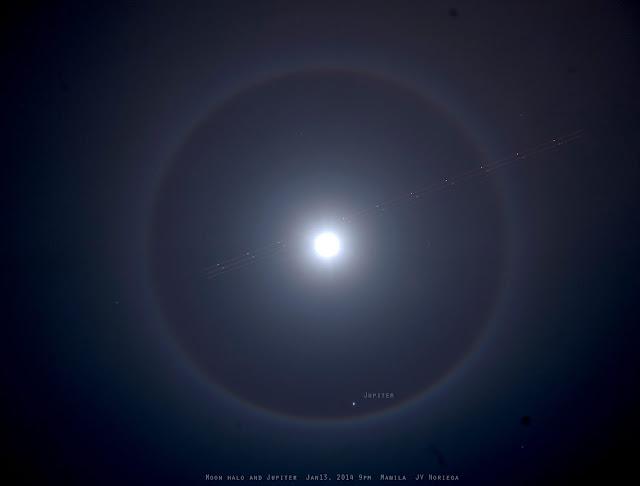 Quầng Mặt Trăng, Sao Mộc và một chiếc máy bay trên bầu trời Manila tối 13/1. Tác giả : Jv Noriega.