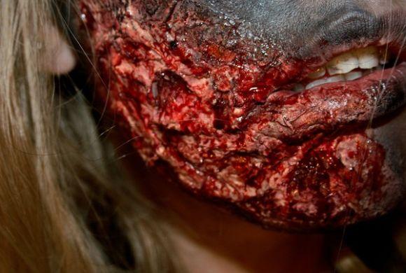Sandra Holmbom auto-maquiagens criativas e bizarras Rosto queimado
