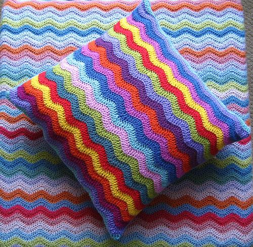 Понедельник Смотрите еще схемы декоративных подушек вязаных крючком.