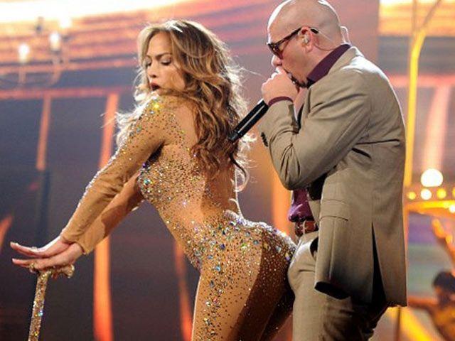Jennifer Lopez And Pitbull Scandal At Ama