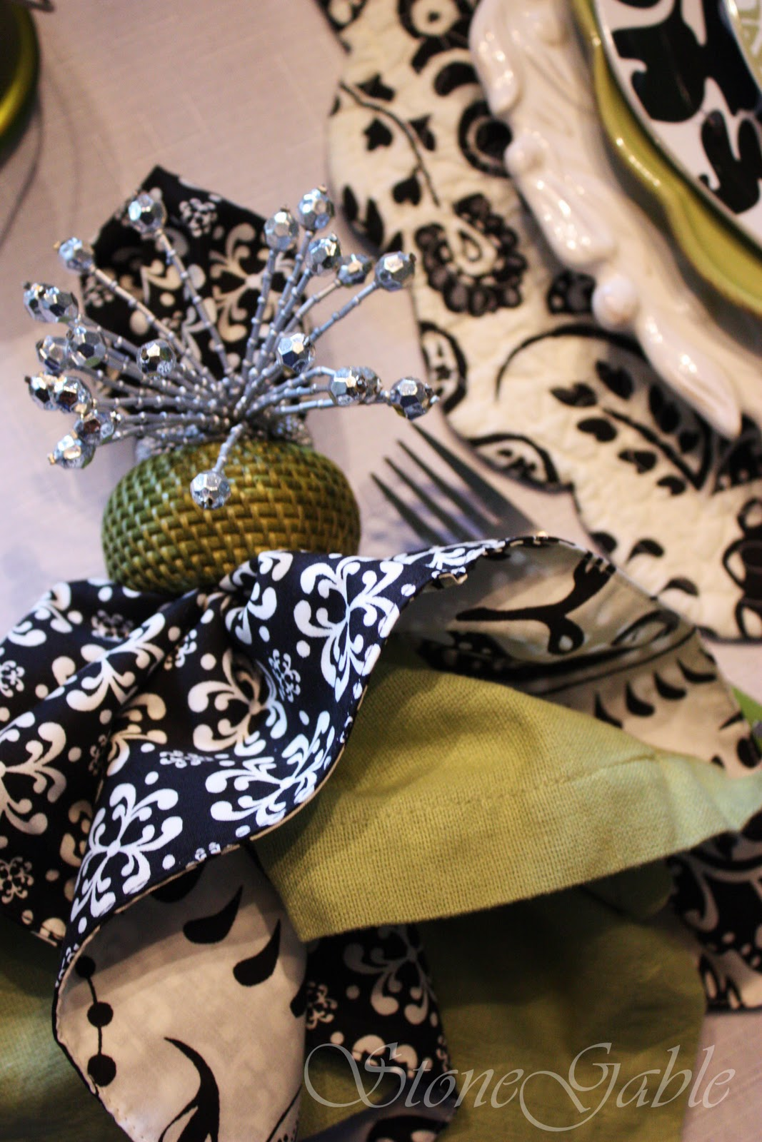 SOUTHERN STYLE HOME DECOR GIVEAWAY~ BLACK AND WHITE AND A TOUCH OF FALL  TABLESCAPE   StoneGable