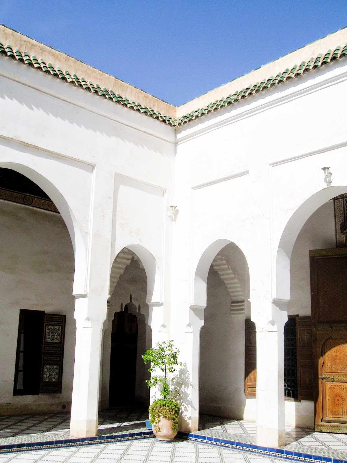 Top Marrakech tourist attractions: Minimalist moorish arches at Bahia Palace