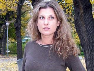 Миролюба затиснала кабела на микрофона на Диляна Гайтанджиева