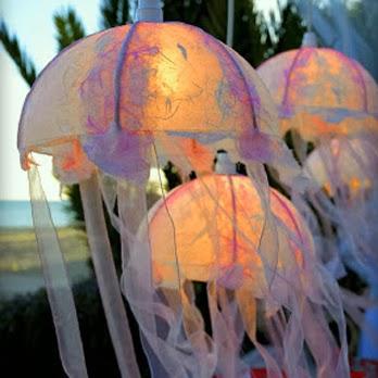 She loves to craft diy jellyfish lantern for Diy jellyfish light