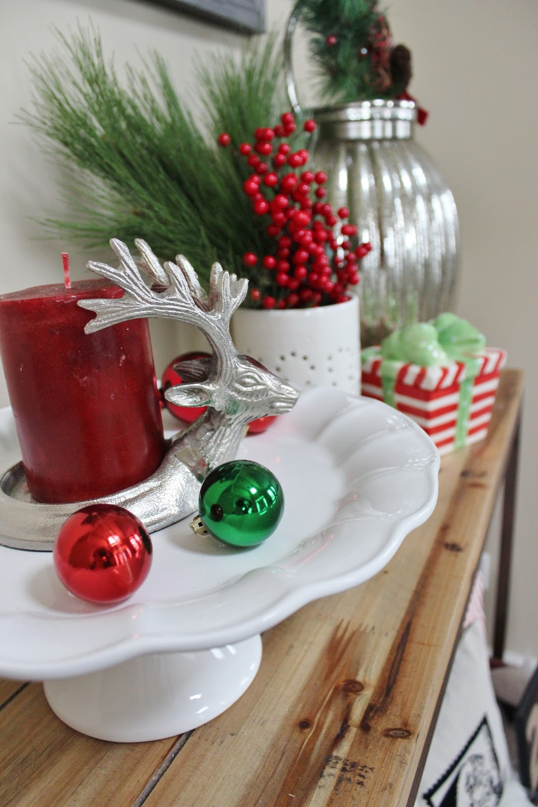 Christmas Entryway Table Decor