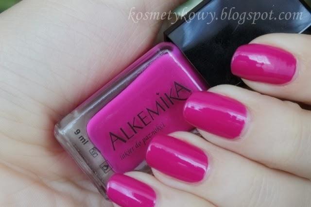 http://kosmetykowy.blogspot.com/2013/08/249-alkemika-lakier-do-paznokci-185.html