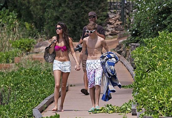 pics of selena gomez and justin bieber at the beach. selena gomez and justin bieber