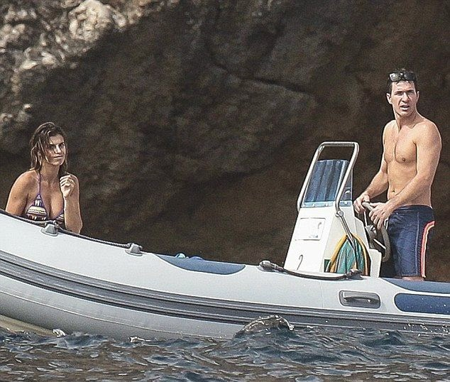 The 35-year-old was spotted wandering around and enjoying the warm weather in Sardinia, Italy on Tuesday, July 8, 2014 by a lion that had to offer with her partner.