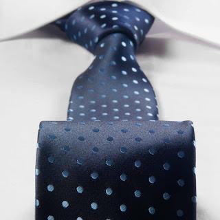 Modny krawat w groszki