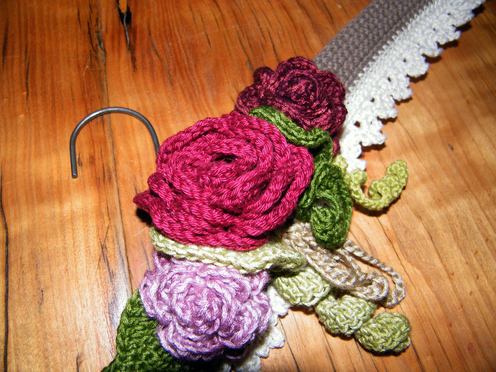 Crocheting On A Hanger : RubyRed Eclectic: My Vintage Crochet Hanger Done!