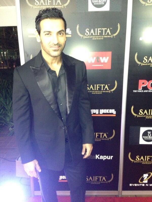 http://2.bp.blogspot.com/-NnFMDJd79o8/UirQvwv6FPI/AAAAAAABiZA/7RuW0OYFq6Q/s1600/Sidarth,+Madhuri+,+John+&+Dia+at+Saifta+Awards+2013+Red+Carpet++(4).jpg