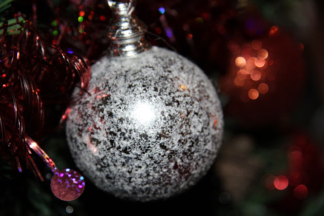 Está a chegar a época natalícia e com ela o brilho, as luzes e os enfeites. O encanto e  felicidade espalha-se pelas ruas