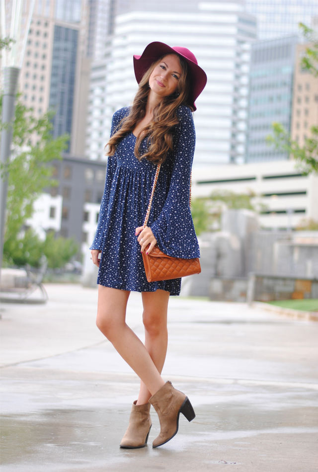 Cute fall look… love the floppy hat!
