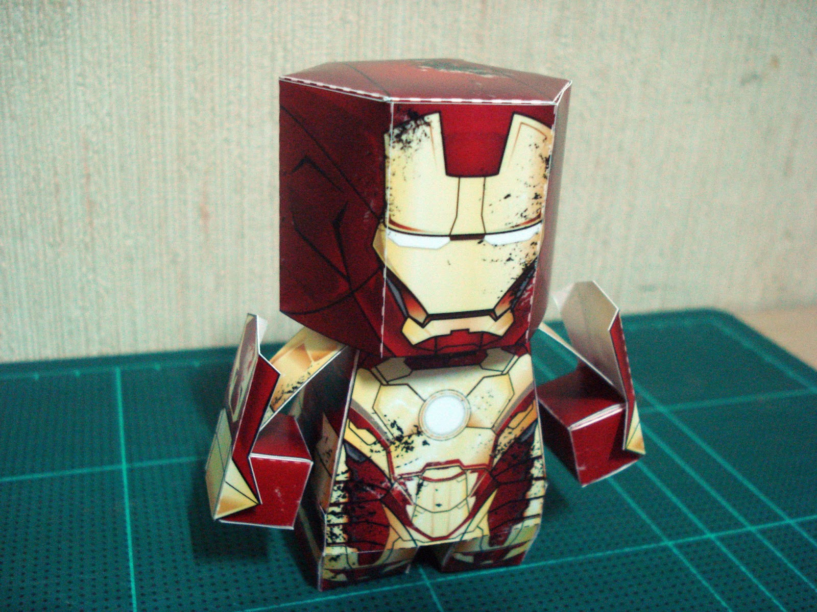 Iron Man 3 Papercraft Mark XLII Armor