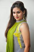 Prayaga Martin Glamorous photos-thumbnail-19