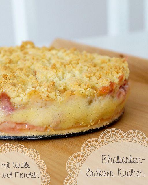 Kuchen mit pudding und rhabarber